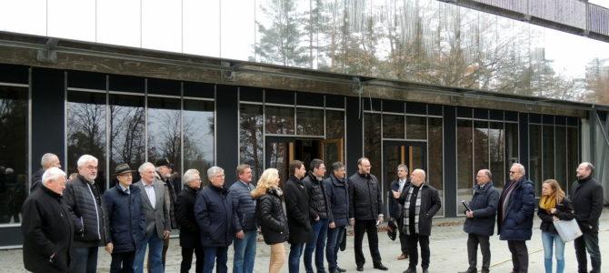 """Schwärmen fürs """"NEW-Gymnasium"""":  CSU-Kreisräte überzeugen sich vom Baufortschritt"""